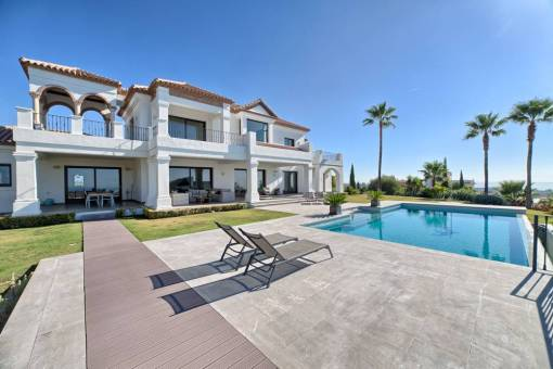 Featured Villa for sale with 5 Bedrooms – 3,950,000 euros