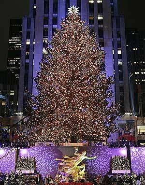 El encendido del Arbol de Navidad del Centro Rockefeller da comienzo a la navidad.
