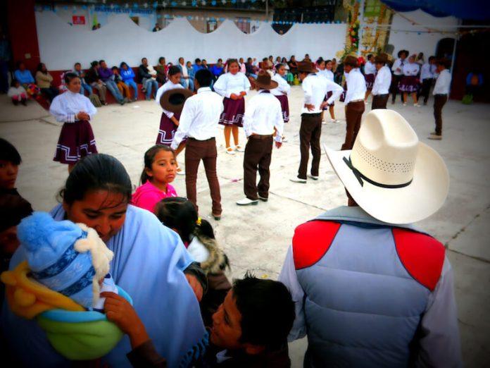 Dancers in Banda