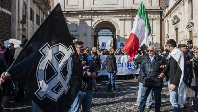 images/galleries/Salvini-Casa-Pound.jpg