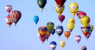 vuelo de los globos aerostaticos dentro de la atraccion terrestre