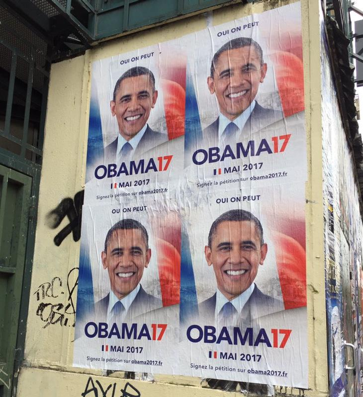 Los jóvenes han empapelado París con la cara del expresidente