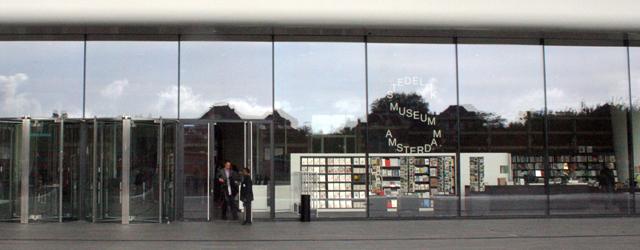 Zaterdag de 22e zal Beatrix het 'nieuwe' Stedelijk openen, waarna deze vanaf de 23e toegankelijk zal zijn voor het grote publiek. De nadruk ligt op het 'nieuwe' Stedelijk. Voor mijn […]