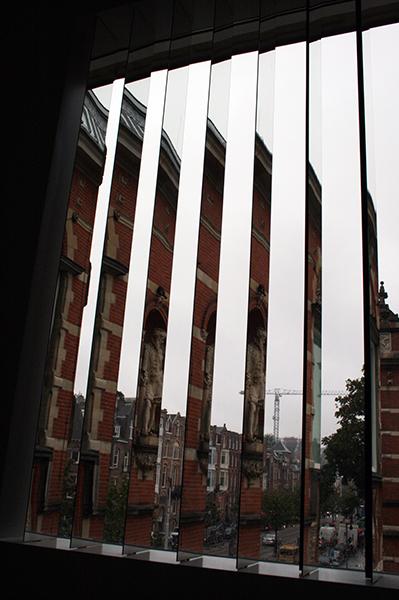 Germaine Kruip - Daytime - Spiegels, roestvrij staal en een motortje
