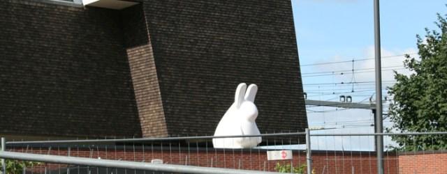 Wie aan Tom Claassen denkt zal zich waarschijnlijk enkele werken in de openbare ruimte herinneren. Werken die we allemaal al tal van keren voorbij hebben zien komen zoals bijvoorbeeld de […]