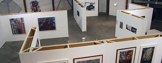 In Electron (Breda) een tentoonstelling rondom het thema urbanisering samengesteld door Bonnie Severien. Rondom dat idee heeft Severien een mooie verzameling kunstenaars bij elkaar gezet. Aram Tanis, Aquil Copier, Bonnie […]