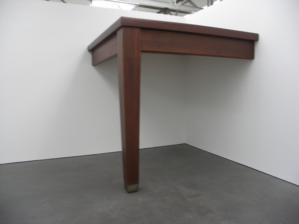No title (Table leg) - Hout en metaal