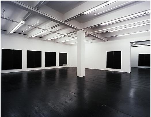 Wude Guyton - Installatie in Friedrich Petzel Gallery 2007