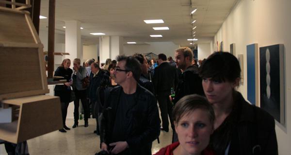 RonMandos gallery bezoekers lekker binnen, net zo druk