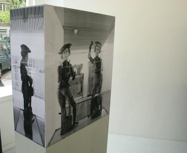 Alexandra Leykauf - Vitrine 3 (Florian en Georg) - 90x40x180cm Hout en zwart-wit prints