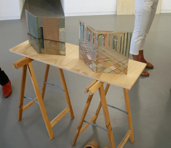 Aukje Koks - Domestic Tunes - 2 boeken met olieverf en een houten tafel