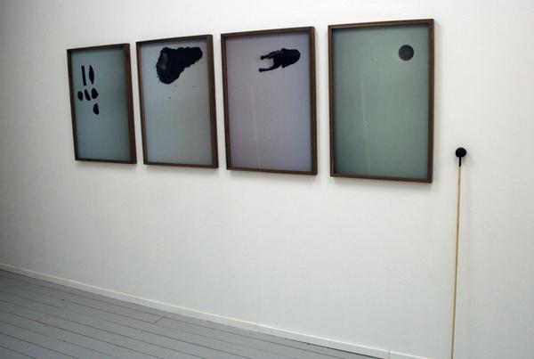 # +02.04 - 88x122cm de stuk Foto's en houten stok met zwarte bal