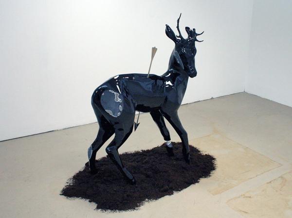 Stief Desmet - Last Deer Standing #2 - 140x110x45cm Polyester, bladgoud en wat potaarde