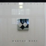 De kracht van de eenvoud Met die titel benoemen ze het werk van Marthe Wéry (1930-2005) in het persbericht. Het gebeurt zeer zelden dat minimalisme zo lyrisch is. Veelal monochromen […]