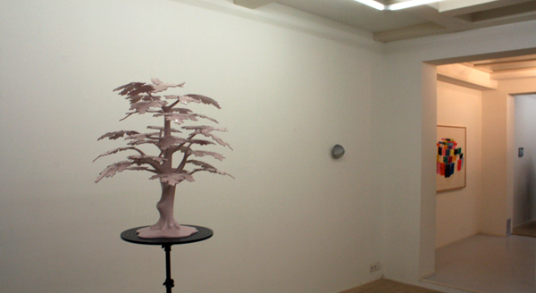 Andrew March - A Tree That I Hvae Always Known - 200x70x65 & Viktor Baltus - Strandslag - Olieverf op aluminium