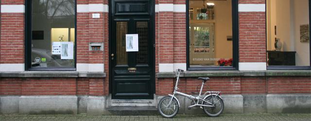 Afgelopen maandag, tweede kerstdag, opende bij Studio van Dusseldorp te Tilburg een groepstentoonstelling. Niet alleen een opmerkelijke datum maar ook een opmerkelijk grote groep van wel 11 kunstenaars. L.J.A.D Creyghton […]
