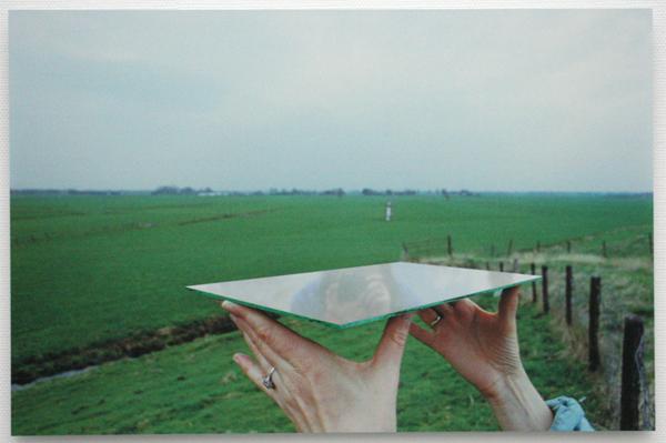 Marijke van Warmerdam - Pedestal - Zeefdruk op spiegel op dibond