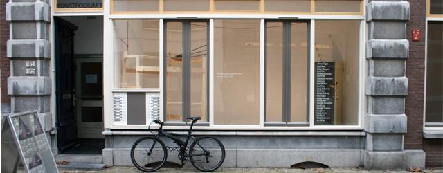 Omdat ik afgelopen dagen in Middelburg zat voor mijn eigen tentoonstelling, miste ik dus de opening bij Kunstpodium T te Tilburg. Het voordeel als je dan wat later gaat kijken […]
