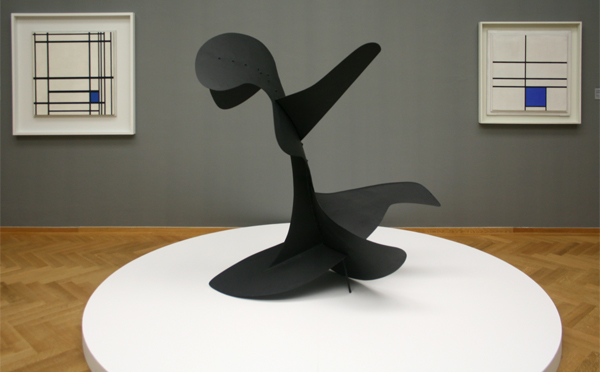 Alexander Calder - Zeeduivel - Metaalplaat, bouten en verf