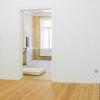 Een paar jaar terug had David Maljkovic (1973) een uitgebreide solo in het Van Abbemuseum. Een tentoonstelling die mij vooral leek te draaien om de kunst van het tentoonstellen zelf […]