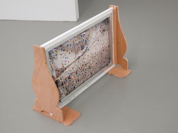 Berend Strik - Decipher the Artist's Mind (Studio KD) - 60x90cm C-print met borduursel (achterzijde)