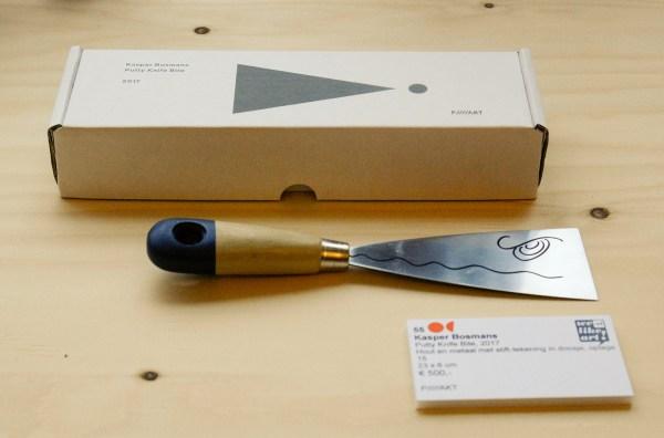 Kasper Bosmans - Putty Knife Bite - 23x6cm Hout en metaal met stifttekening in doosje, oplage 15, 2017, €500,-