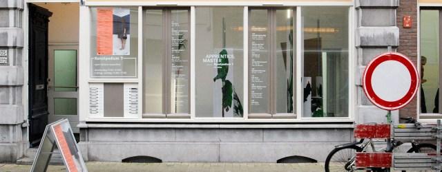 Het was reeds enige tijd geleden dat ik voor het laatst bij Kunstpodium T was geweest. Die keren dat ik in Tilburg was, was er of geen tentoonstelling of was […]