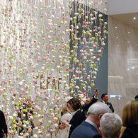 Vandaag opende de Tefaf, de kunstbeurs waarbij je door een museum loopt waar alles te koop is.Het is een museum waar andere musea hun inventaris halen. En natuurlijk de particulieren […]