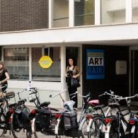 De derde editie van de 'zwervende' Amsterdamse kunstbeurs is Kunsthal Koper geworden, op een steenworp afstand van de Ateliers. Een oud betonnen kantoorpandwaar van de 5 verdiepingen er 3 gevuld […]