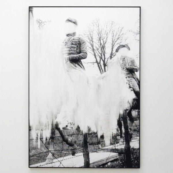 Daniel Poller - Reitkunst und Fuhrungsstil (from the series Der grosse Gewinn) - 160x110cm Handmatig bewerkte pigment print
