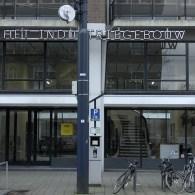 Enthousiast gemaakt van het verslag van de buren Trendbeheer ging ik op zoek naar het nieuwe kunstinitiatief te Rotterdam; Salon Salon. Dat zit in Het Industrie Gebouw maar voor mij […]