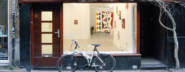 In het kader van de Hazenstraat Biennale (wat eigenlijk betekend dat er een maand lang ieder weekend andere shows zijn bij de betreffende galeries in die straat) toonde Ornis A […]