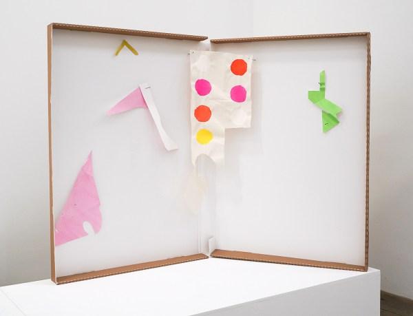 Paul Drissen - Alphabet dot-G - 88x115x50cm Papier, gouache, acrylverf en stalen naalden in archiefdoos