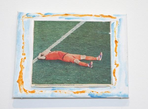 Raoul de Keyser - Robben 1 - Krantenknipsel met foto en olieverf op doek op hout, 2012