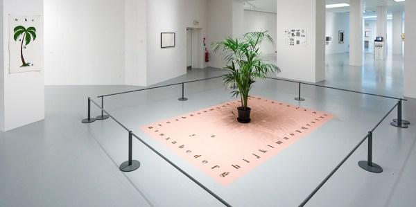 Marcel Broodthaers - Tapis de sable - Zand, potpalm en badstof