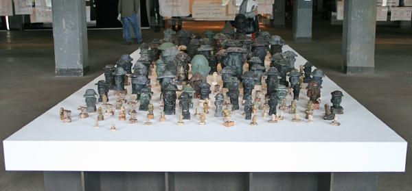 Manuel Duran - Minders Heads - Sculpturen van steenkool, aardappelpulp, zout en verf
