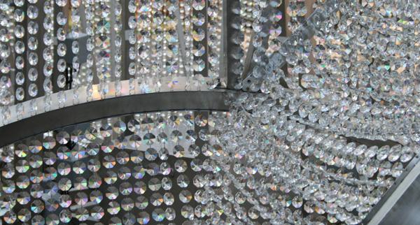 Ai Weiwei - Fountain of Light - Staal, kristallen en houten platform (detail)