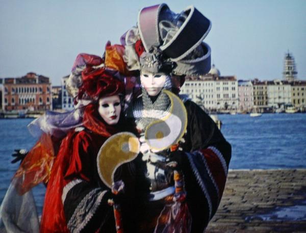 Alberto de Michele - Quien lo vive, lo quien lo goza - La Mascara de la Maladad (Wie leeft, die geniet - het masker van het kwaad) - 4-delige filminstallatie_2