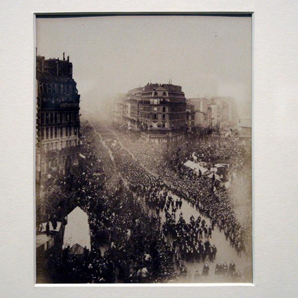 Anoniem - Parade in Paris - Albuminedruk 1879