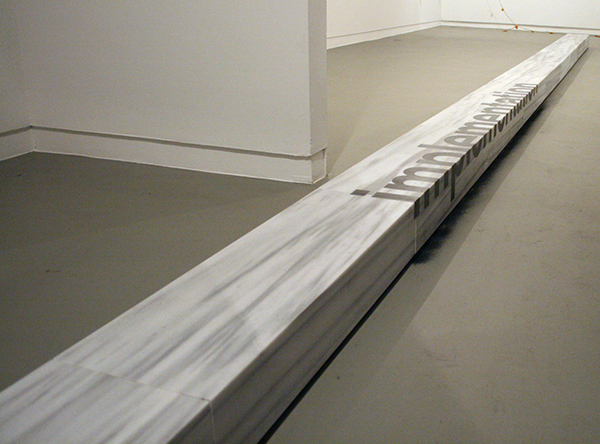 Antonis Pittas - Landart - 16x980x30cm Grafiet en marmer