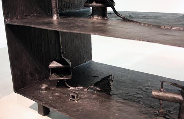 Atelier van Lieshout - Blastfurnace - 110x180x70cm Brons (detail)