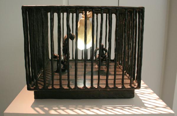 Atelier van Lieshout - Friends - 25x33x29cm Brons en lampje