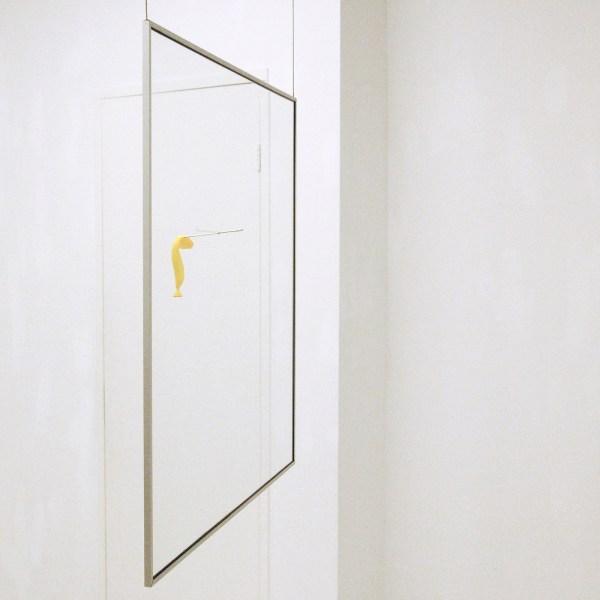 Bernd Metz - Shaolin Show - 80x80cm Glasplaat in aluminium frame met naald en ballon