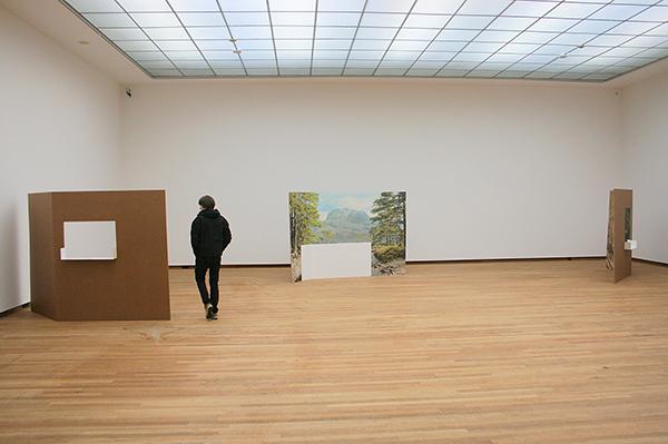 Berndnaut Smilde - Kammerspiele - Karton, fotobehang en tegels 2012-2013