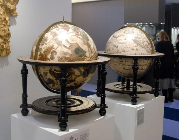 Bruil & Brandsma works of art - Globes van Johannes Janssonius, 1623 & 1648