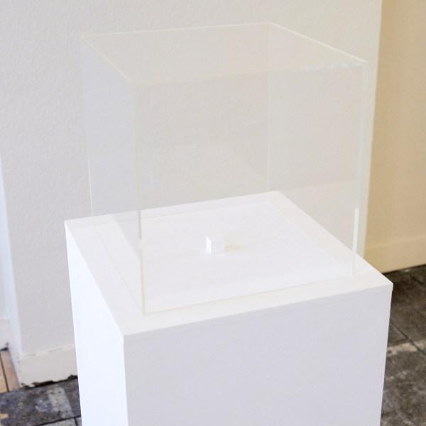 Charbel-Joseph H Boutros - One cm3 of Infinite Darkness - 1,5x1,5x1,5cm Spiegels, hout en witte verf