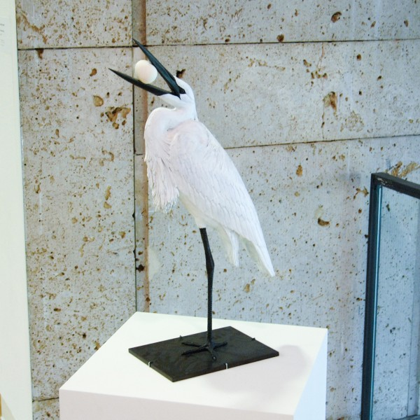Charles Avery - Egg Eating Egret - Brons, emailleverf en ei