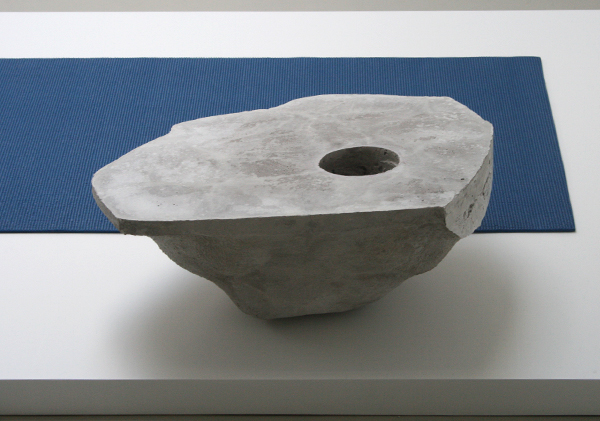 Chris Evans - Clod I (Light) - Beton, marmer, pvc-tapijt (detail)