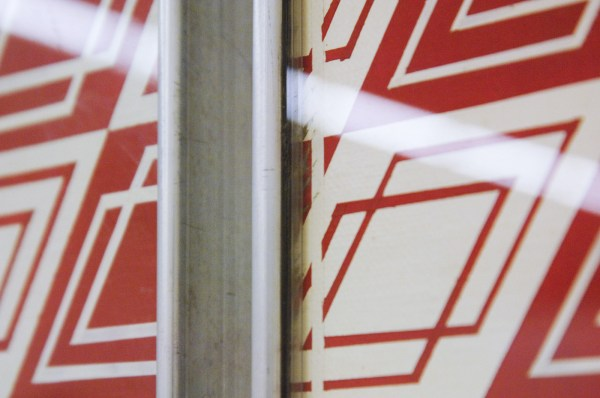 Daan van Golden - Compositie rood wit - Japanse lakverf op doek op paneel (Caldic Collectie) Synthetische lakverf op doek op paneel (Centraal Museum) beide 1964 (detail)