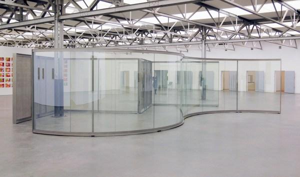 Dan Graham - Promenade - Doorkijk-spiegelglas en staal